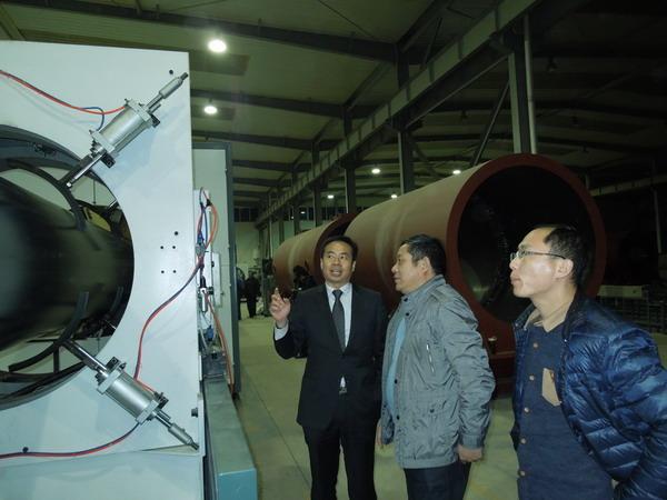 青岛华仕达让客户见证真空定径法直埋保温管设备