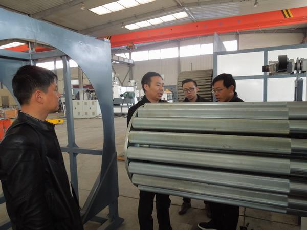 华仕达根据环保要求设计的 HDPE中空壁缠绕管设备