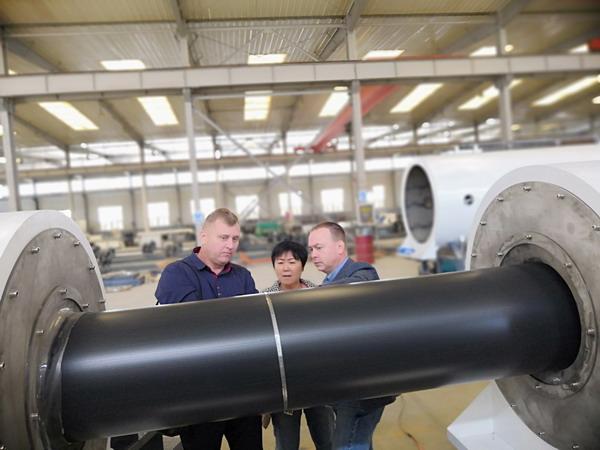 俄罗斯客户试生产了五种规格保温管材华仕达保温管设备质量过硬