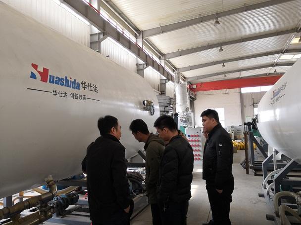 华仕达靠技术质量服务赢得鸿鑫  保温管设备全系列500万元订单