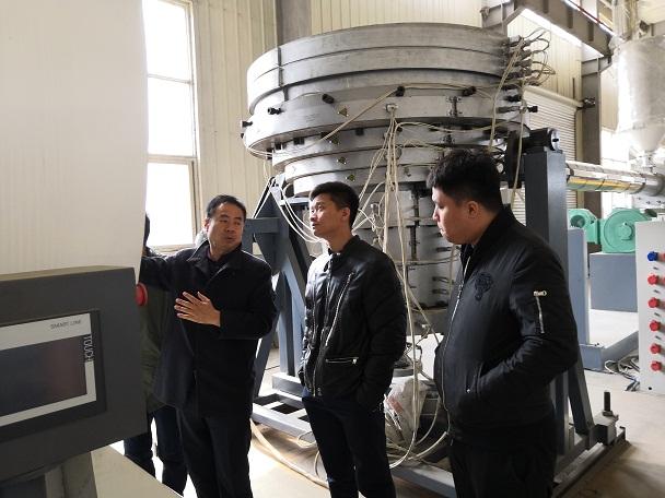 华仕达固液相分离式螺杆广泛应用在保温管生产线上