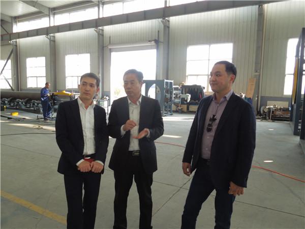 华仕达的3PE防腐生产线采用流水作业线