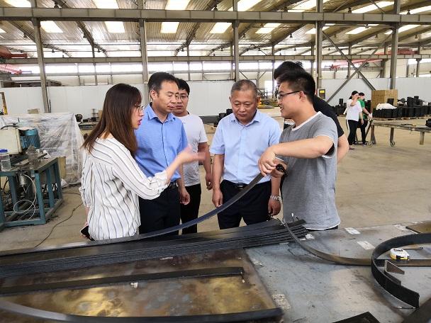 华仕达16年的技术创新成就电热熔套生产线
