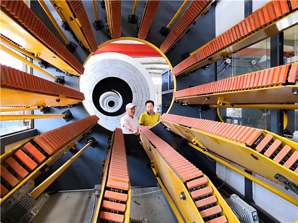 华仕达有最全的保温管设备系列型号生产线