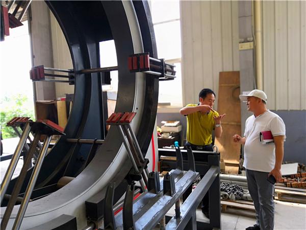 真空定径是华仕达为保温管设备  设计的供热管道生产技术