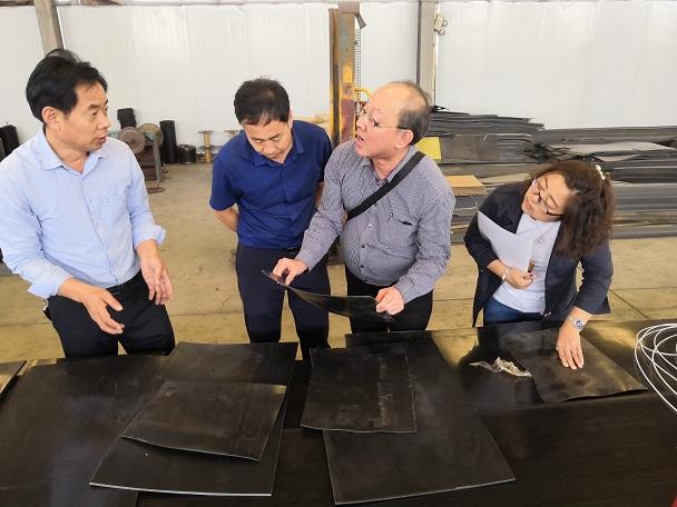 新加坡客户到华仕达考察采购热收缩带制品