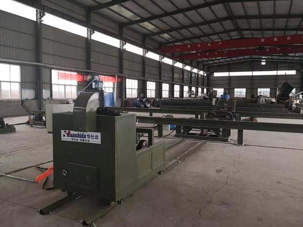 国庆日华仕达员工为调试3PE钢管防腐生产线