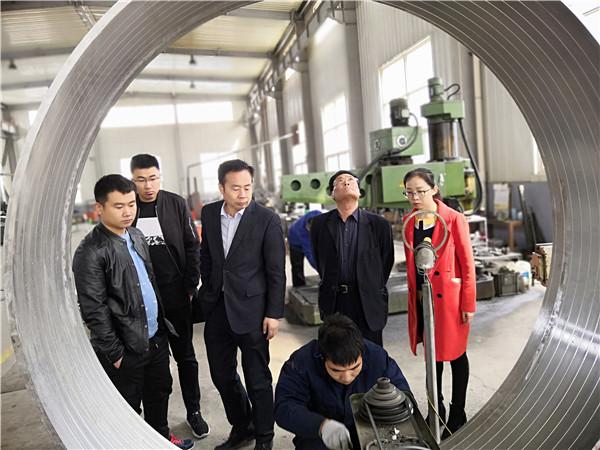 国庆节第五天华仕达抓紧生产保温管设备