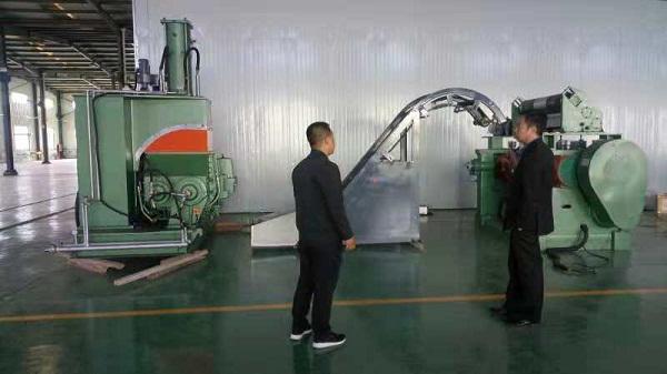 华仕达有6组恒温系统橡塑发泡保温管生产线