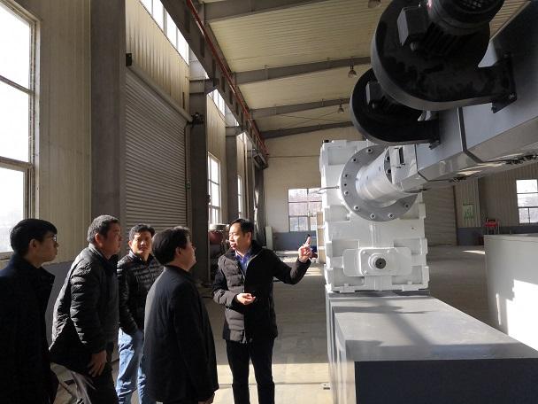 45°角挤出设计保证了  华仕达保温管设备的生产速度