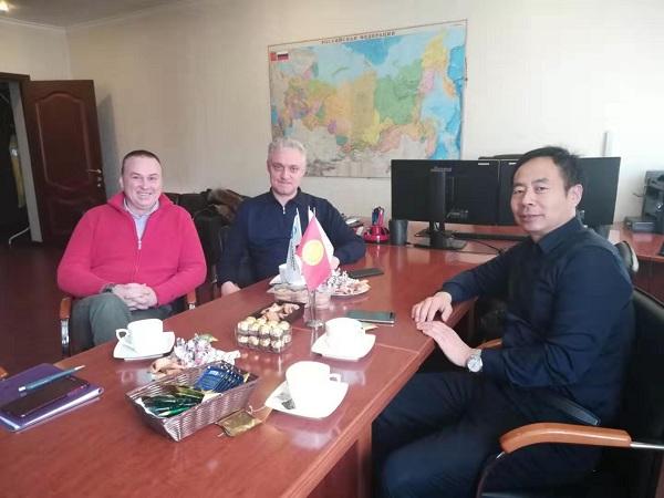 俄罗斯客户邀请华仕达黄总到公司  商谈3PE防腐生产线合作事宜