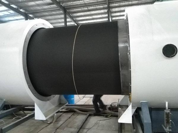 有强制进料系统的华仕达保温管生产线
