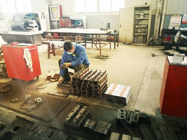 天津华鹏订制的保温管设备华仕达正在组装