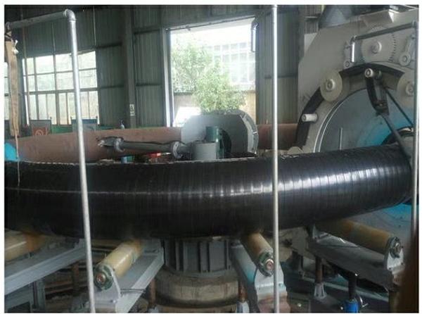 华仕达采用中频技术的  426-820型3PE缠绕弯管设备