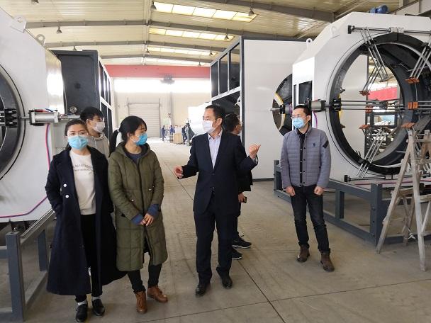 慕名而来南京客户考察华仕达保温管生产线