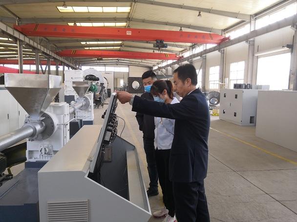 使用华仕达熔喷布设备  泰州客户已经稳定生产一个月