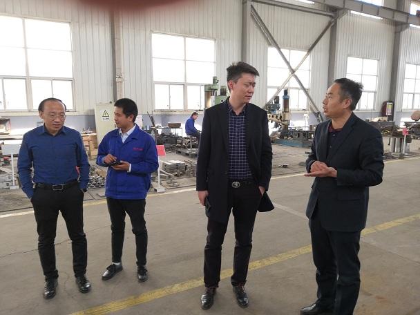 华仕达工艺一步法聚氨酯保温管生产线及技术参数
