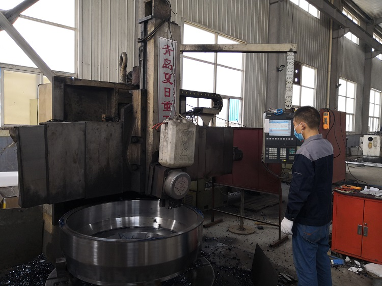 为了赶制橡塑发泡保温管生产线  华仕达员工还坚守在工作岗位上