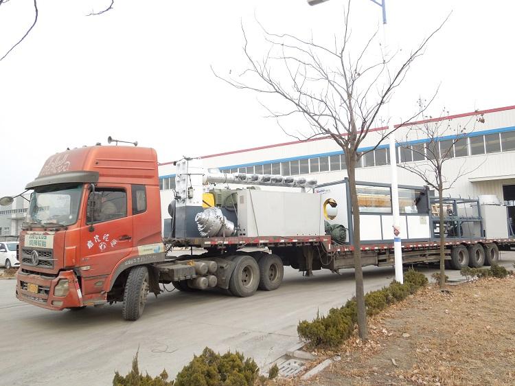 满载华仕达保温管设备的货车奔赴在去客户所在地的路上