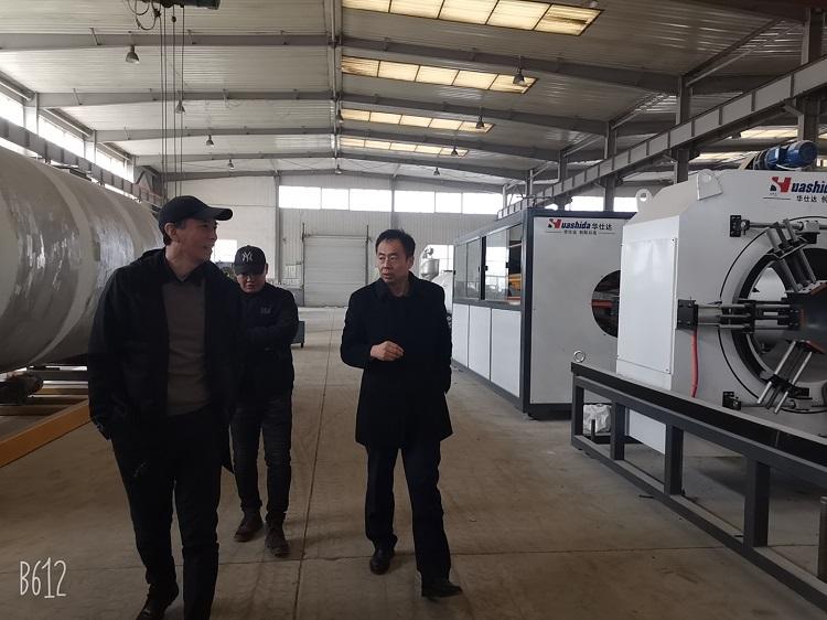 一天三家客户都是来华仕达采购保温管生产线的