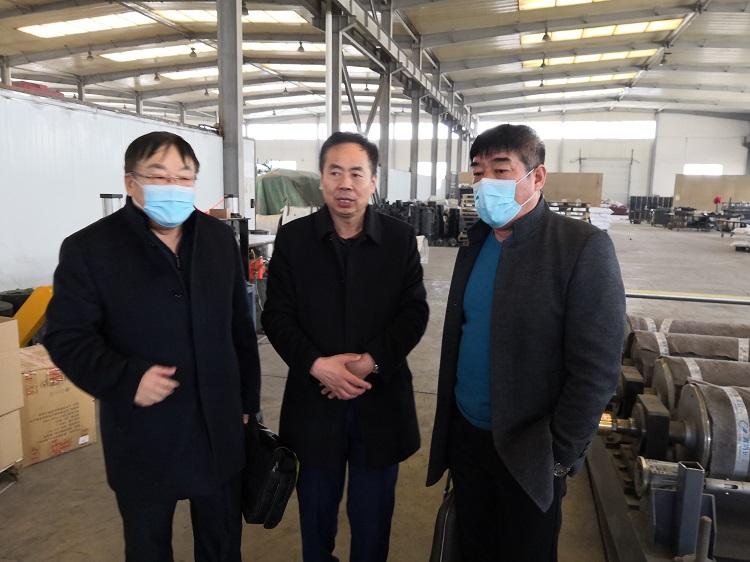 4家客户组团到华仕达考察3PE钢管防腐设备等生产线