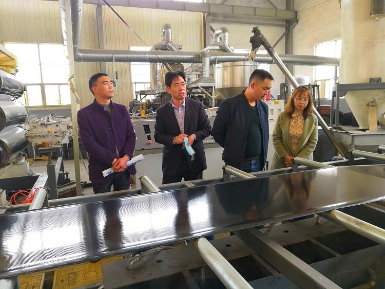 华仕达双机复合成型热收缩带设备将落户贵州