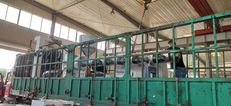 兴邦从华仕达采购的电热熔套设备已经平安抵达唐山