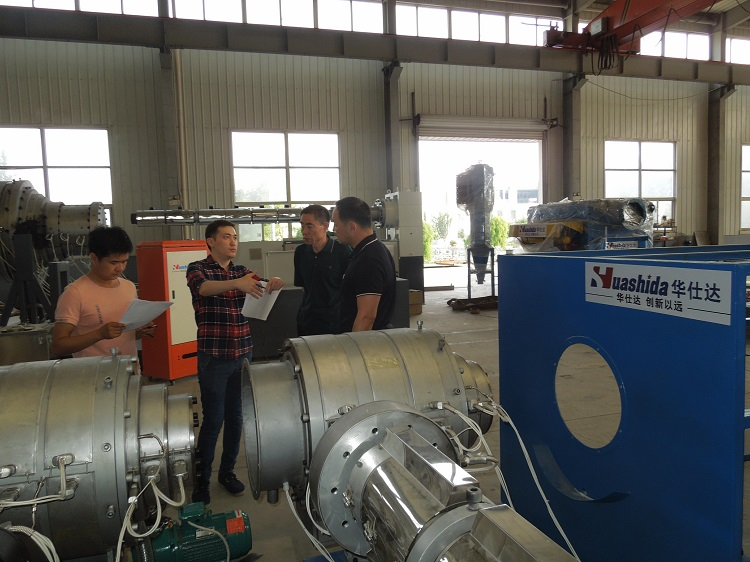 深夜华仕达接到来自哈萨克斯坦的求助  远程指导3PE钢管防腐生产线维修