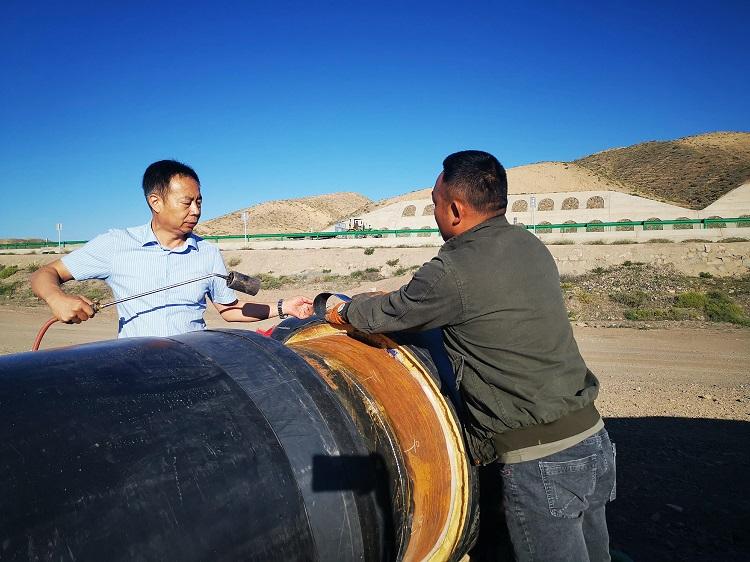 华仕达无缝收缩型热熔套在西部高原顺利通过耐压试验